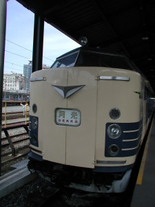 「月光型」と呼ばれる寝台電車581系。国鉄史に残る名車です。